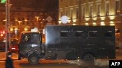 На Октябрьской площади в Минске уже собралось несколько десятков человек