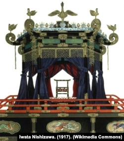 Takamikura, singasana khusus yang digunakan saat penobatan Kaisar Jepang. (Foto: Wikipedia/Iwata Nishizawa-dok)