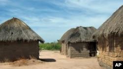 Aspecto de um bairro residencial numa aldeia da província de Malanje em Angola