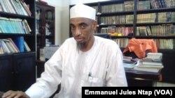 Dr Hayatou Mouhammadou, responsable de la prédication dans le centre, les deux mosquées de Yaoundé, Cameroun, 6 mars 2017. (VOA/ Emmanuel Jules Ntap)