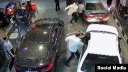 تصویری که از فیلم مربوط به کتک زدن راننده خاطی گرفته شده است.