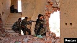 برخی از اعضای گروه کردی سوریه موسوم به «یگانهای مدافع خلق» - آرشیو