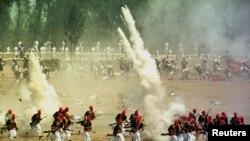 Cadetes mexicanos hacen una representación de la histórica batalla