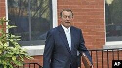 众议院当选议长贝纳1月5日走出家门前往国会