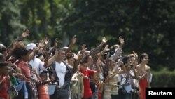 Son miles los visitantes que se han apostado frente a la Casa Blanca en Washington.