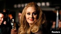 Adele tại buổi tiệc Governors Ball trong khuôn khổ lễ trao giải thưởng phim của Viện Hàn Lâm Mỹ lần thứ 85 tại Hollywood, California.