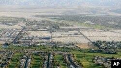 Vue aérienne de Palm Springs, Californie, 3 avril 2015