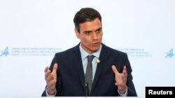 El presidente del gobierno español Pedro Sanchez, durante una conferencia de prensa en Lisboa, Portugal, el 27 de julio de 2018. REUTERS/Rafael Marchante. El gobernante socialista español podría ganar unas elecciones legislativas anticipadas, sugiere un sondeo de referencia reciente.
