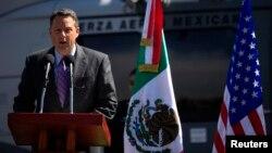 Embajador estadounidense John Feeley, durante una ceremonia en la Secretaria de Defensa Nacional en la Ciudad de México, el 8 de noviembre de 2010.