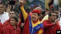 Según las últimas encuestas, Chávez aventaja por 20 puntos a su contendor Henrique Capriles.
