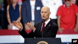 佛罗里达州州长斯科特在竞选参议员的集会上
