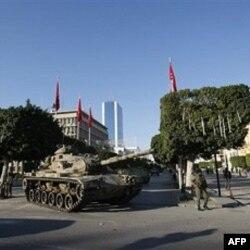 Vojnici na ulicama glavnog grada Tunisa