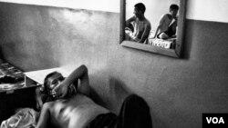 Para pasien tuberkulosis yang kebal obat-obatan atau MDR-TB dirawat di sebuah rumah sakit (foto: ilustrasi).