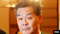 香港行政長官梁振英表示,推行國民教育不是政治任務(美國之音湯惠芸)