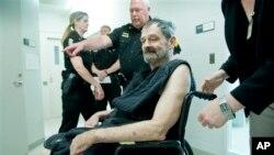 Frazier Glenn Miller compareció en corte en New Century, Kansas, donde fue instruido de cargos.