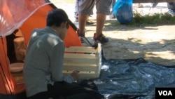 Jedan od migranata je ručao rižu, Sarajevo, 13. maj 2018.