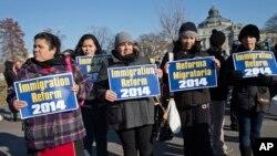 Các nhà vận động kêu gọi ngưng trục xuất người di dân bất hợp pháp.