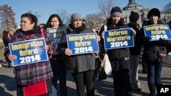 La Cas Blanca asegura que el presidente Obama continuará su lucha por aprobar una reforma migratoria este mismo año.