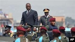Rais wa Congo Joseph Kabila akiwasili kukagua gwaride.