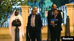 La ministre des Affaires étrangères du Soudan, Asma Mohamed Abdalla, et sa délégation quittent le Département du Trésor américain à Washington, États-Unis, le 6 novembre 2019, après des négociations sur le barrage du Grand Ethiopian Renaissance. REUTERS / Siphiwe Sibeko