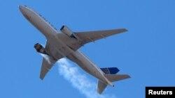 پائلٹ نے انجن میں آگ لگ جانے کے بعد ہنگامی لینڈنگ کرتے ہوئے طیارے کو بحفاظت زمین پر اتار لیا۔