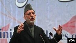 Presiden Afghanistan Hamid Karzai bersengketa dengan para anggota parlemen mengenai pengadilan khusus.