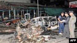 Nhân viên an ninh Thái Lan điều tra sau vụ nổ trong thị trấn Sungai Kolok, tỉnh Narathiwat