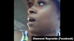 Photographie tirée d'une vidéo montrant les derniers moments de Philando Castile, un employé d'une cantine scolaire de 32 ans, abattu par un policier dans le Minnesota, le 7 juillet 2016.