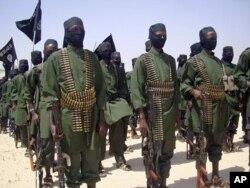 Des combattants d'Al-Shabab