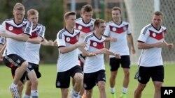 La escuadra germana espera que al juez de la semifinal con Brasil no le tiemble la mano con los dueños de casa.