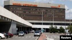 Una vista del aeropuerto Sheremetyevo de Moscú donde Edward Snowden permanece desde hace poco más de un mes.
