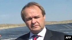 Ambasadori i OSBE në Shqipëri viziton lanfillin e Bushatit