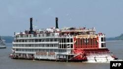 Lumi Misisipi, kufiri mes lindjes dhe perëndimit amerikan