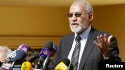 2012年12月8日埃及穆斯林兄弟会穆罕默德·巴迪在开罗新闻发布会上讲话 (资料照片)