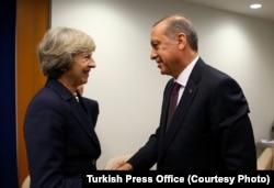 Cumhurbaşkanı Erdoğan, İngiltere Başbakanı Theresa May'le