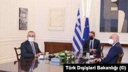 Türk Dışişleri Bakanı Çavuşoğlu Atina'da Yunanistan Başbakanı Miçotakis ve Dışişleri Bakanı Dendias'la görüştü.
