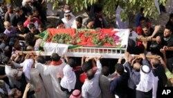 ພວກໄວ້ທຸກຊາວ Bahrain ໄປຮ່ວມພິທີແຫ່ສົບຜູ້ເຄາະຮ້າຍ ທີ່ເສຍຊີວິດ ຢູ່ບ້ານ Karzakan (18 ກຸມພາ 2011)