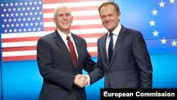 Віце-президент Пенс з президентом Європейської ради Дональдом Туском у Брюсселі