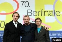 وادیم پرلمن کاگردان (وسط) همراه با دو بازیگر اصلی فیلم
