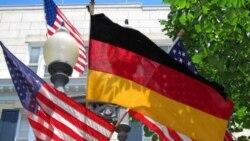 پرچم جمهوری آلمان در مدت اقامت رسمی آنگلا مرکل صدر اعظم آن کشور در واشنگتن در کنار پرچم آمریکا در برابر «بلر هاوس» محل پذیرائی های رسمی رئیس جمهوری آمریکا افراشته است.