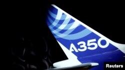 Le logo de l'airbus A350 à Colomiers, près de Toulouse, le 24 novembre 2016.