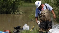 A worker in the operation to clean up an estimated 1,000 barrels of oil that spilled from an Exxon Mobil pipeline along the Yellowstone River in Montana