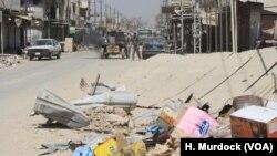 تباہ حال موصل میں لوگ آہستہ آہستہ اپنے گھروں کو لوٹ رہے ہیں اور اجڑا شہر پھر سے آباد ہونا شروع ہو گیا ہے۔