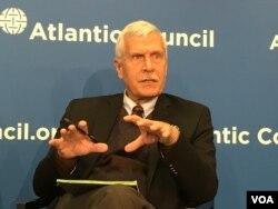 乔治城大学安全研究中心主任托马斯·麦诺斐