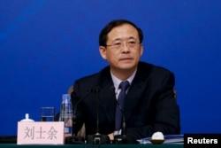 2015年3月13日中国人民银行高官刘士余在北京的记者会上。他在2016年2月被任命为中国证监会主席