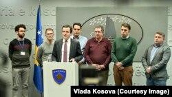 Premijer Kosova Aljbin Kurti, u prisustvu kosovskih privrednika, saopštava najavu kosovskih vlasti o ukidanju carina (Foto: Vlada Kosova)