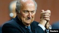 El presidente de la FIFA, Joseph Blatter, logró conquistar su quinto período al frente del organismo internacional.