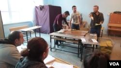 Gradjani Turske glasaju na parlamentarnim izborima, 1. novembar, 2015.
