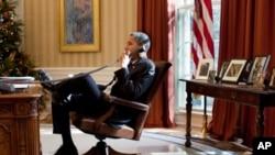奥巴马在白宫办公室。他将执政4年还是8年?