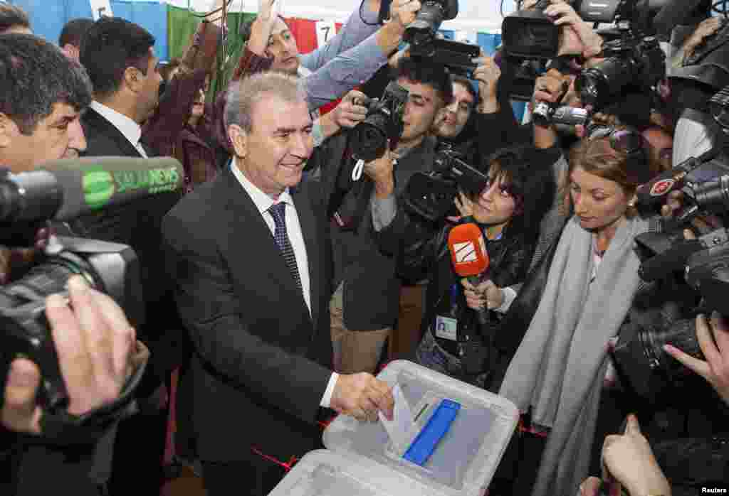 Jamil Hasanly, the presidential candidate from the united opposition, casts his vote in the presidential election at a polling station in Baku, Oct. 9, 2013.